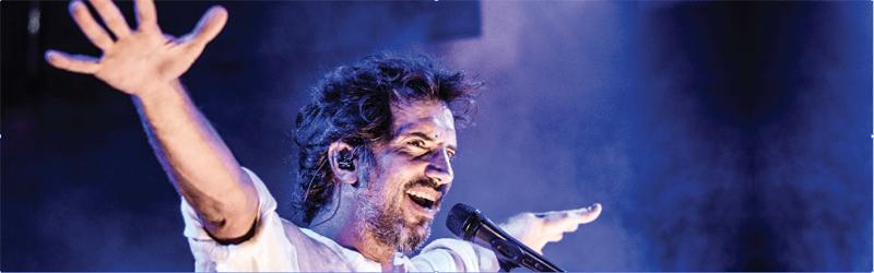 Felipe Martinez cantante en Trilogia Bar